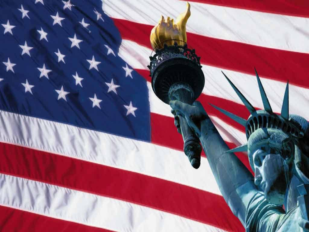 bandiera-americana-e-statua-della-libertà